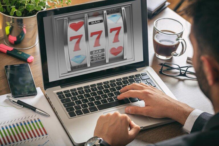 オンラインカジノで勝ってビットコインを入手しよう