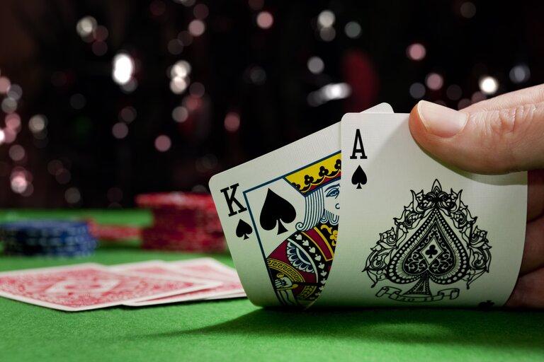 パイゴウポーカーの基本ルールと通常のポーカーとの違い