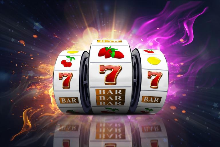 オンラインカジノのスロットってどんなゲーム?フリースピンなど専門用語も紹介!