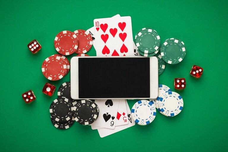 日本でオンラインカジノをプレイするのは違法なの?合法なの?